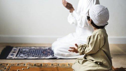 Kapan Waktu yang Tepat Mengajarkan Anak untuk Sholat?